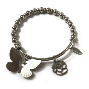 Expandable charm bracelet